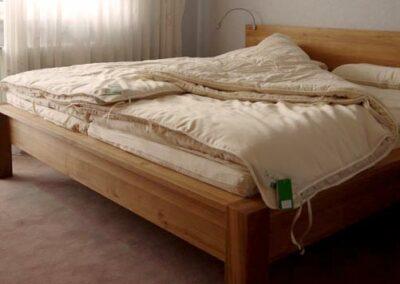 schlafzimmer Bett mit SAMINA Matraze und Decke
