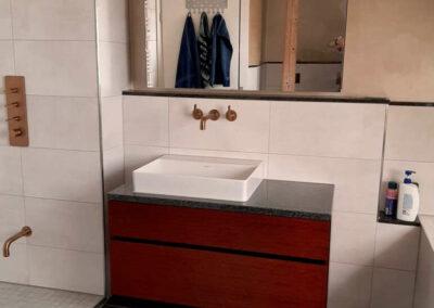 Waschbecken mit Schränkchen
