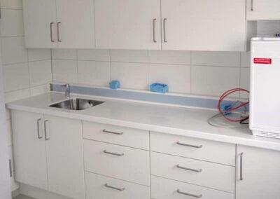 weiße Einbauküche neu